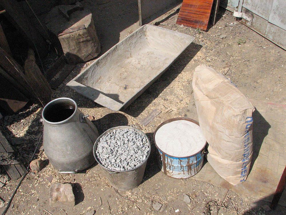 Перенос бетона вручную раствор цементный в баллоне